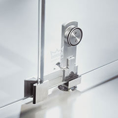 Flush-recessed single-point fixings of stainless steel – all the elegance of full-area glazing without frame profiles
